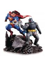 DC COMICS ESTATUA MINI BATTLE BATMAN VS. SUPERMAN 16 CM